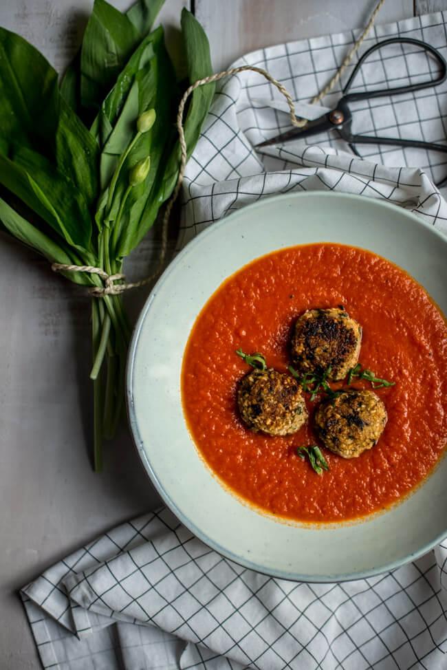 tomatensuppe bärlauch reisbällchen schnell feierabend vegan gesund