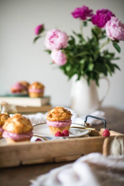 bienenstich muffins himbeercreme himbeeren cupcakes mandeln honig backen dessert kaffeetafel buffett