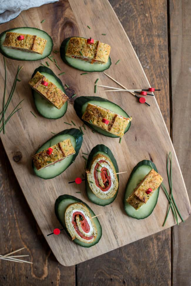 lowcarb lteig rolle lachs röllchen frischkäse schnittlauch parmesan zucchini snack appetizer buffett party fingerfood