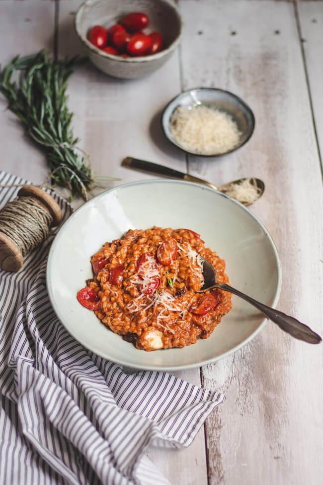 tomatenrisotto vegetarisch veggie reis risotto cherrytomaten tomatensaft getrocknete tomaten mediterran