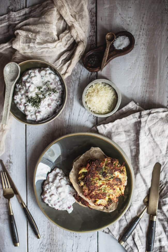 brokkolipuffer brokkoli bratling radieschen dip parmesan vegetarisch veggie einfach schnell feierabend