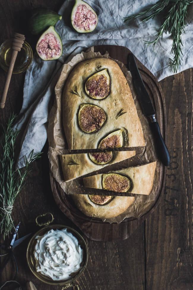 feigen focaccia ziegenfrischkäse honig rosmarin fladenbrot olivenöl