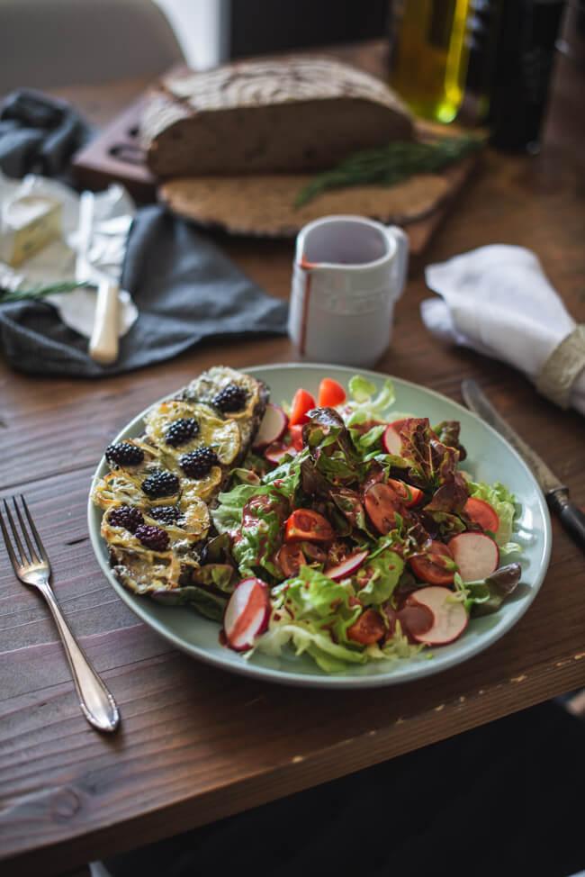 brombeer käsebrot romsarin bunter salat brombeerdressing vegetarisch veggie