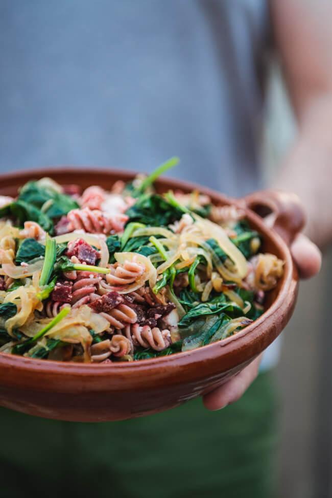 nudelsalat rote bete spinat feta lunch mittagspause mealprep gesund ausgewogen vollkorn dinkel sattmachen mittagspause