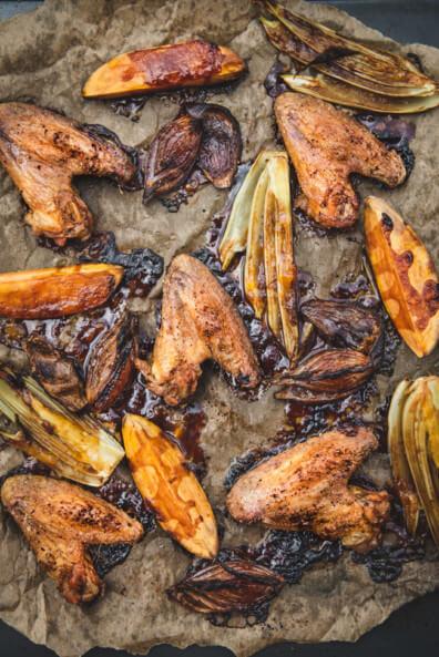 One Pan Hähnchenflügel mit Süßkartoffel Zwiebel Aprikosenmarmelade Sojasauce einfach lecker frisch Ofengericht Blechgericht