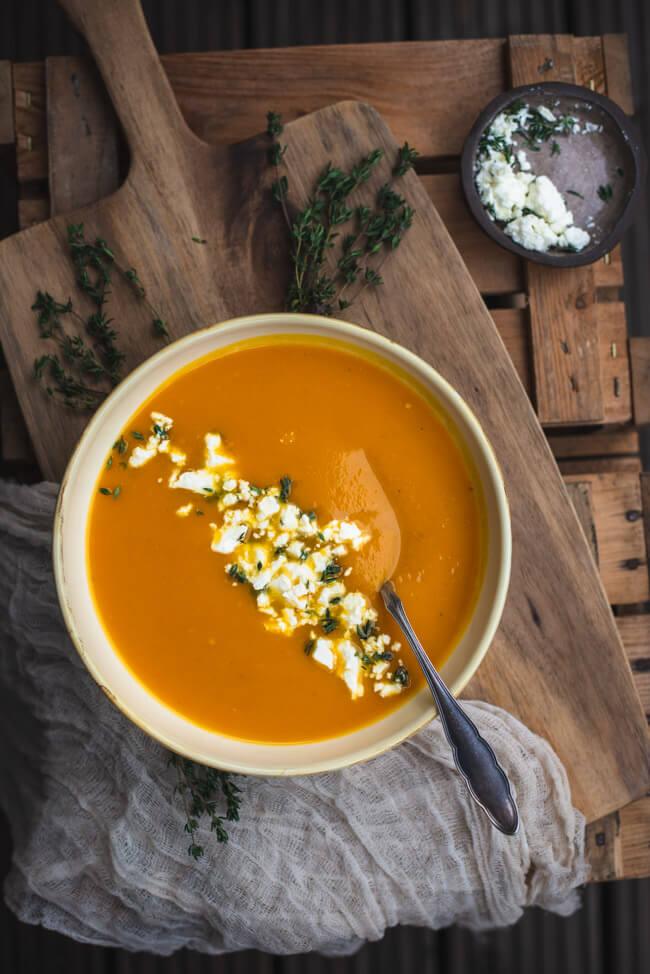 Kürbissuppe mit Feta und Thymian vegetarisch veggie einfach schnell kochen topshot