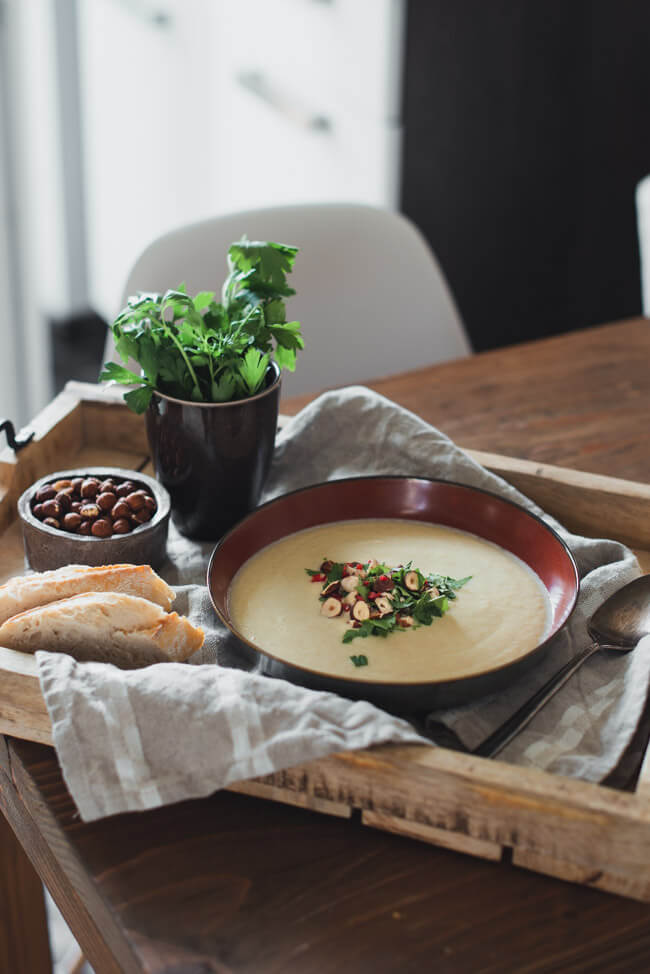 Petersilienwurzel Suppe veggie vegetarisch lowcarb healthy einfach schnell nusstopping chili petersilie crunch