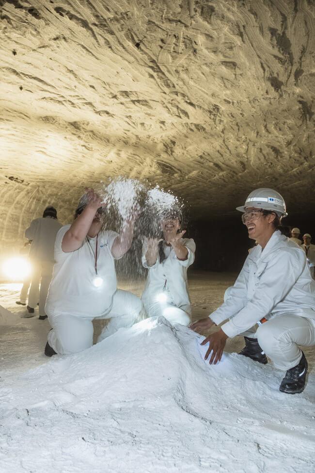 saldoro grubenfahrt salzkristall bergwerk salzpulver spaß gemeinsam
