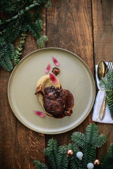 geschmorte kalbsbäckchen maronenpüree rote zwiebeln pfifferlinge kochen mit gin rezept