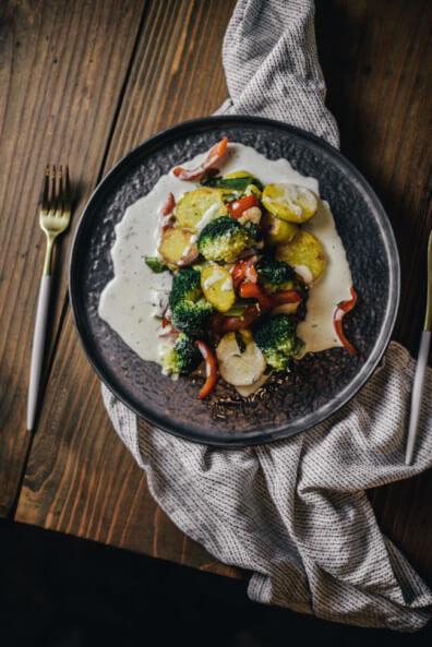bratkartoffeln mediterranes gemüse parmesan sauce parmesanschaum rosmarin