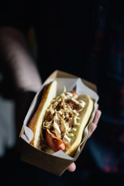 Hot Dog New York Style Sauerkraut Senfsauce Laugen Brioche Bun