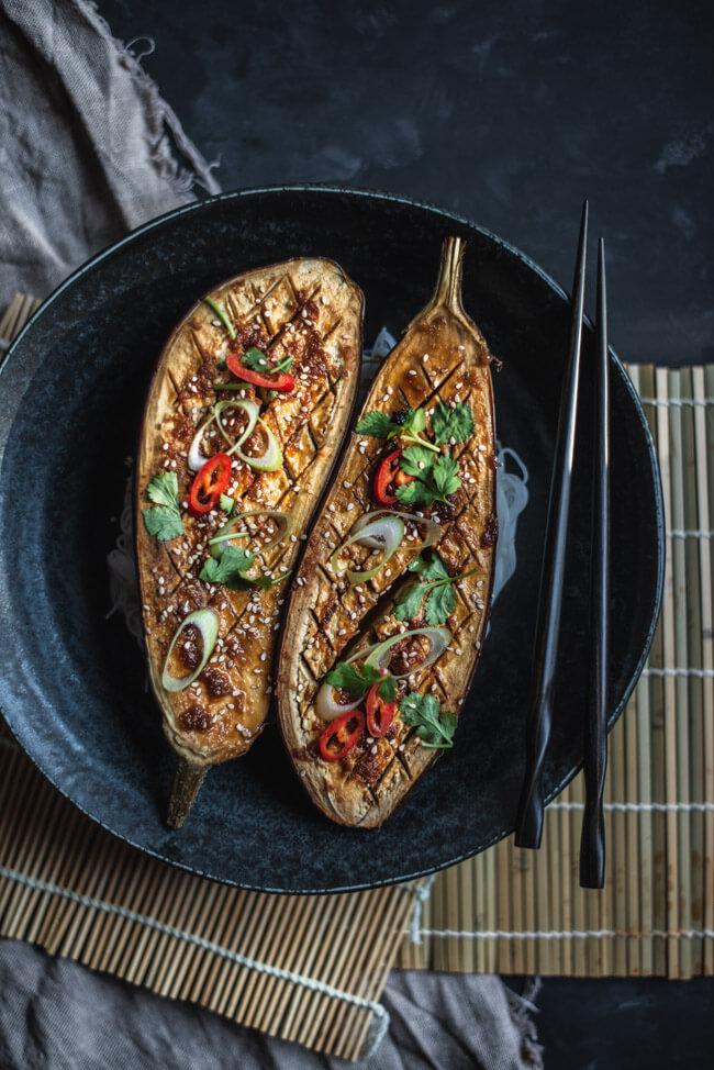 nasu dengaku aubergine aus dem ofen mit miso marinade chili koriander sesam vegan vegetarisch gesund schnell einfach feierabend lowcarb japanisch asia