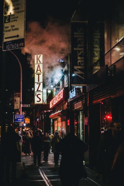 New York City NYC Katz´s delicatessen bei nacht ny night
