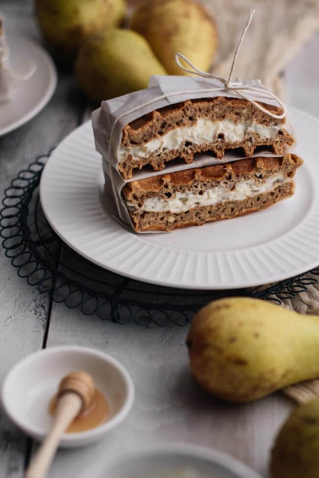 Nusswaffel Sandwich Waffel Birne Quark gesund frühstück vollkorn