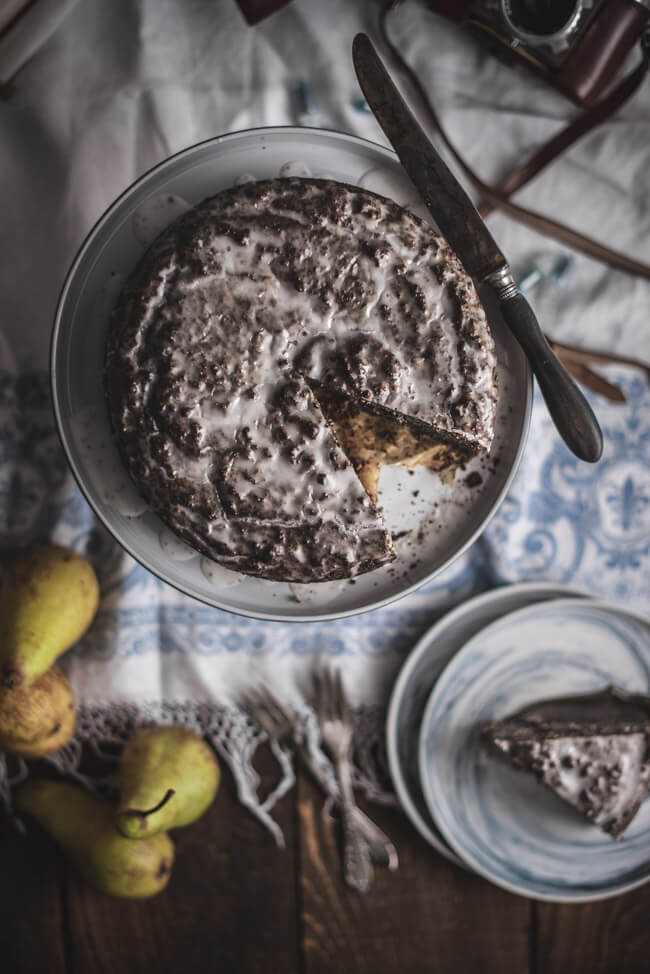 topshot vintage saftiger birnen mohnkuchen backen glutenfrei schmand