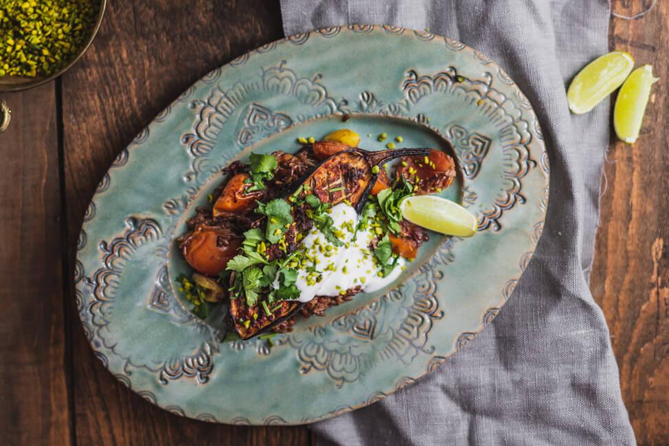 Aubergine aus dem Ofen Harissa Reis vegetarisch veggie joghurt koriander dip feierabend ofengericht