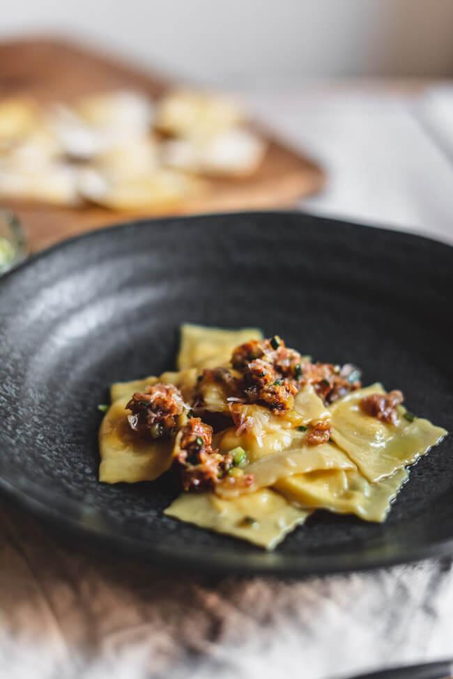 Fagottelli Carbonara selbstgemachte Pasta Heinz Beck Kitchen Impossible Tim Mälzer Klaus Erfort La Pergola Italien Rom Weißweinsauce Zucchini Guanciale Peccorino