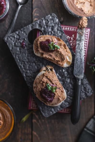 Leberpastete lebercreme cranberrysauce creanberry birne sauce soße brotaufstrich leberwurst selbst machen brotzeit baguette abendbrot luxus