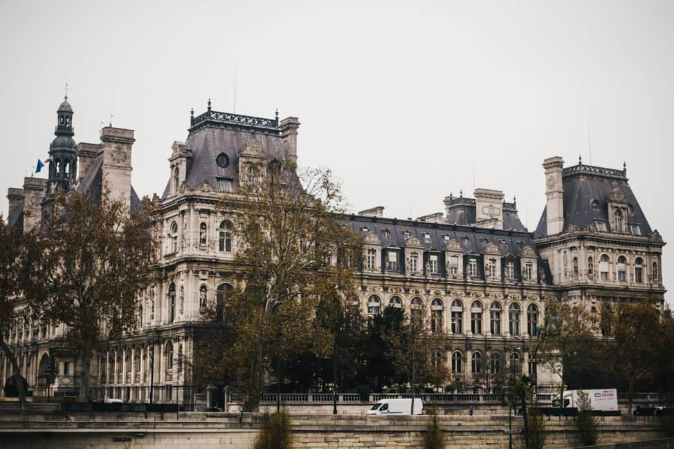Paris historisches Gebäude Seine Bootsfahrt