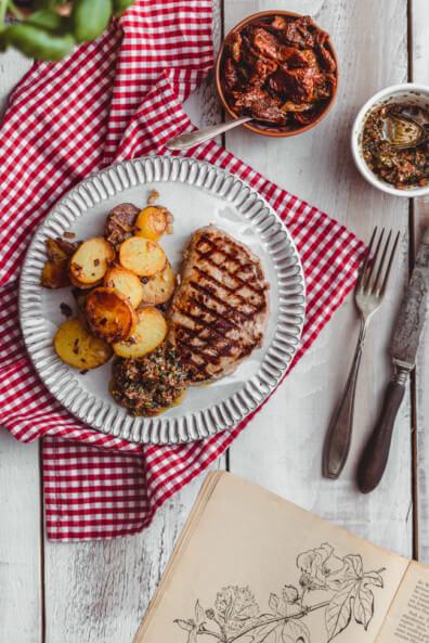Rinderfilet Steak Filetsteak Rind Bratkartoffeln Chimichurri getrocknete Tomaten Basilikum italian style grillen bbq fleisch Aldi Süd Blogger Challenge