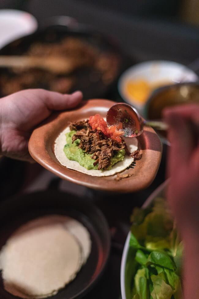 Tacos mit Pulled Jackfruit Guacamole Chipotle Salsa Koriander vegan glutenfrei vegetarisch Maistortillas mexikanisch tortillas