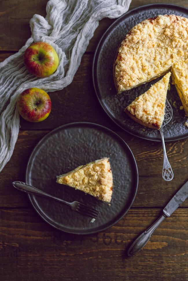 Apfel Käsekuchen mit Streuseln gedeckter Apfelkuchen Apfel Mürbeteig Quark Sonntagskuchen backen Winter Frühling Vanille