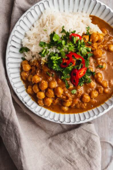 vegan Kichererbsen Curry Basmati glutenfrei gesund veggie vegetarisch asiatisch indisch Kokosmilch Koriander Chili schnell einfach Feierabend Lunch Dinner Abendessen lactosefrei