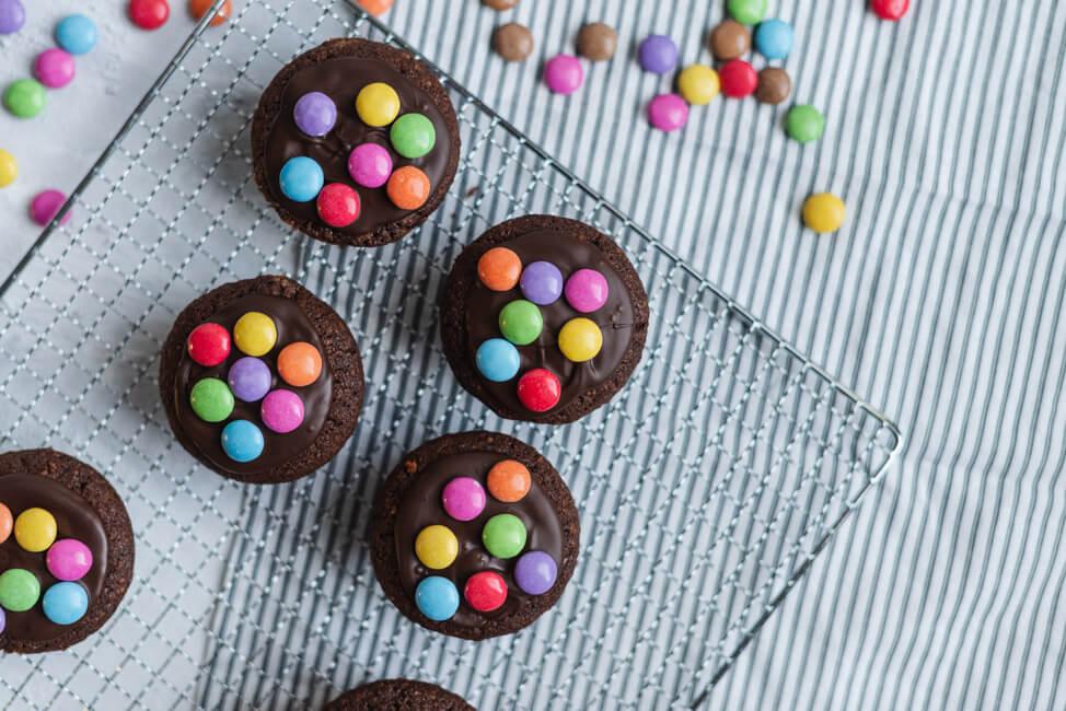 Schoko-Nuss-Muffins Schokolade Smarties Kindergeburtstag Schokolinsen Kuchen Geburtstag