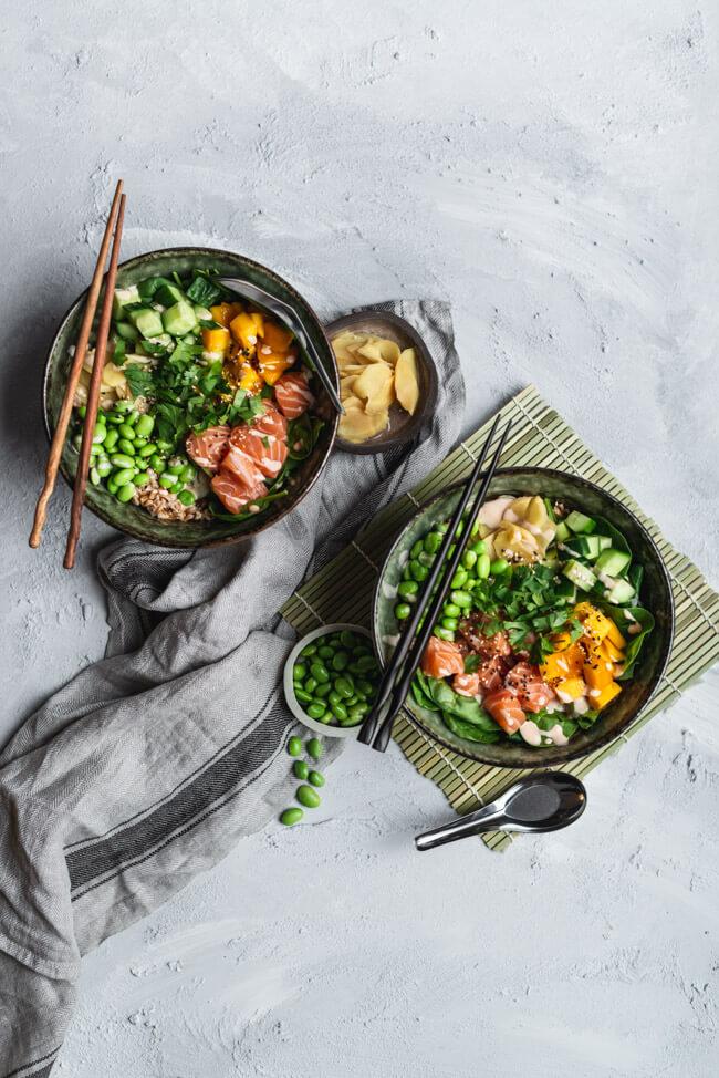 Sushi Bowl mit Lachs, Edamame und Siracha-Mayo | LECKER&Co | Foodblog aus Nürnberg