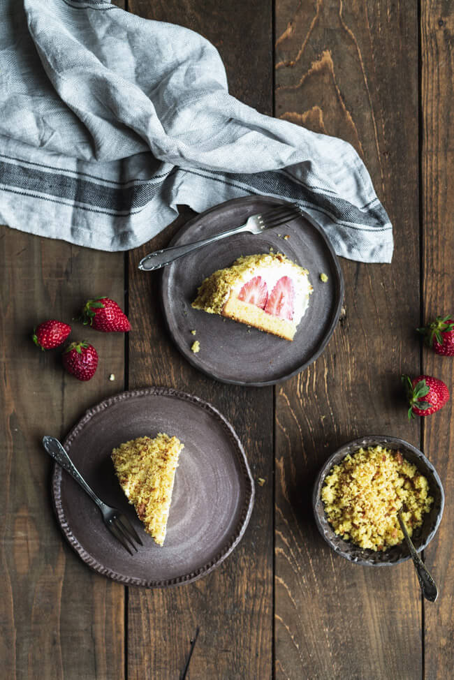 Weißer Maulwurfkuchen mit Erdbeeren | foodundco.de ...