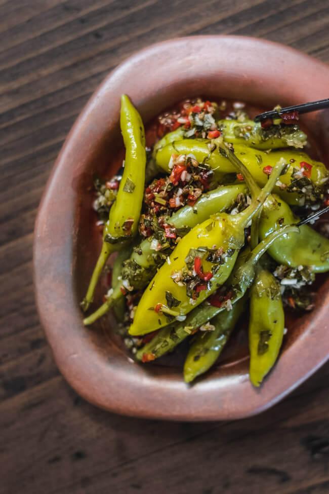 eingelegte peproni selber machen anis petersilie knoblauch chili anitpasti mezze vegan türkisch vegetarisch