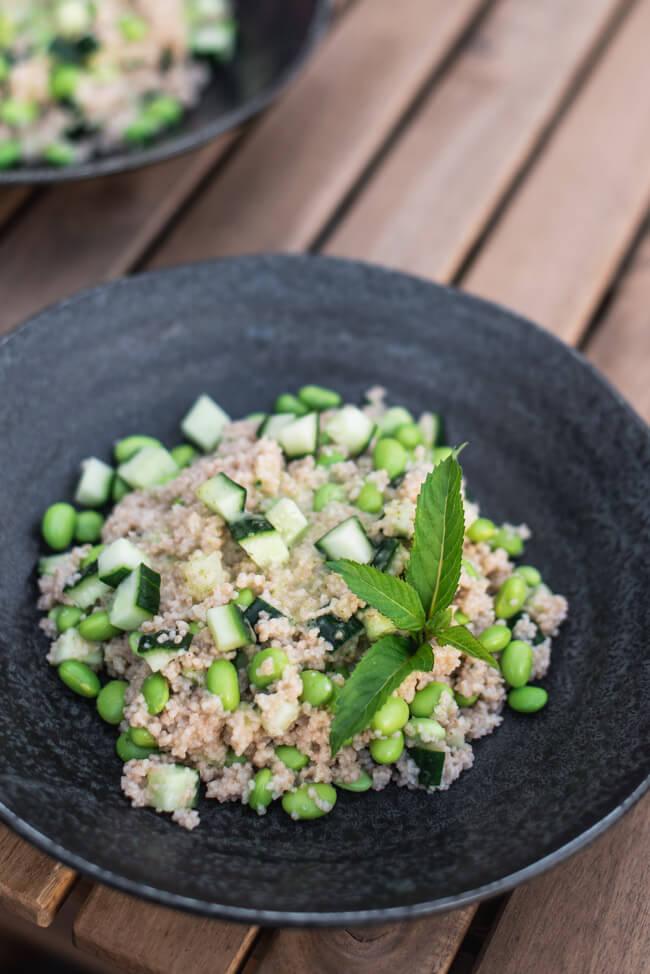 Couscous Salat mit Edamame und Gurke Minze Couscoussalat frisch grün Green Bowl