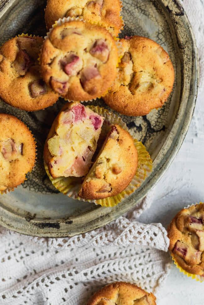 Eierlikör Muffins mit Rhabarber