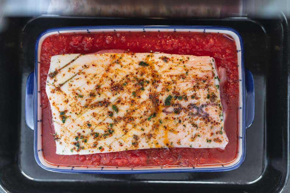 Schweinebauch all'arrabiata in Tomatensauce mediterran Ofengericht Schmorgericht sommer italienisch