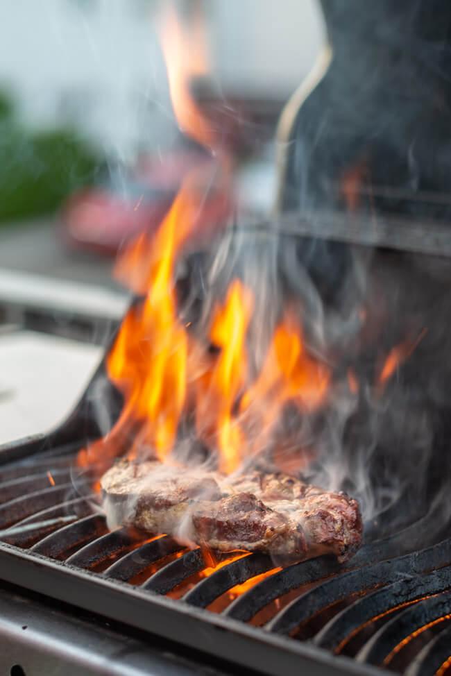 Nackensteak Grillen Feuer BBQ Barbecue