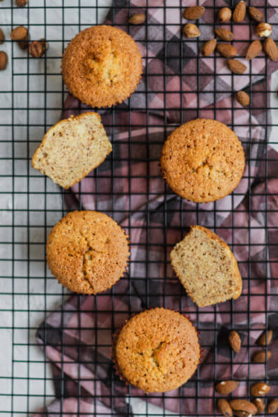 Einfache Nussmuffins mit Haselnüssen Mandeln und Grand Manier Orangenlikör Muffins einfach backen selbstgemacht saftig fluffig Backblog