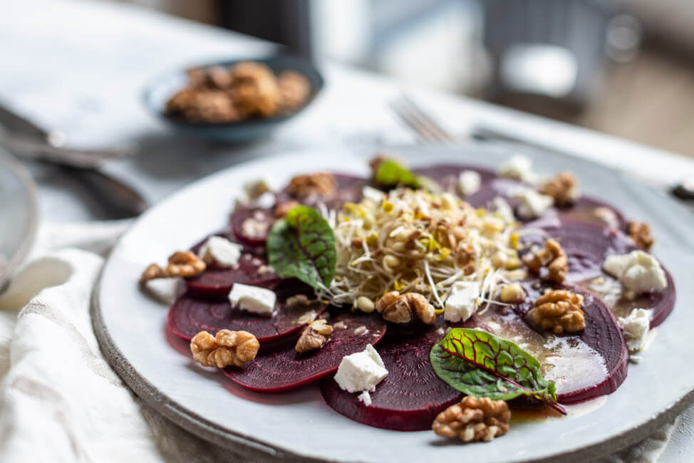 Rote Bete Carpaccio mit Feta und Walnüssen | LECKER&Co | Foodblog aus Nürnberg