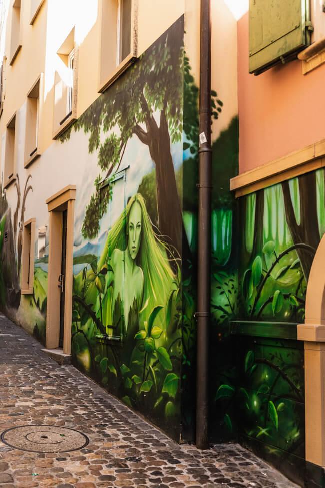 Neuchâtel Neuenburg Straßenkunst Grüne Fee Absinth