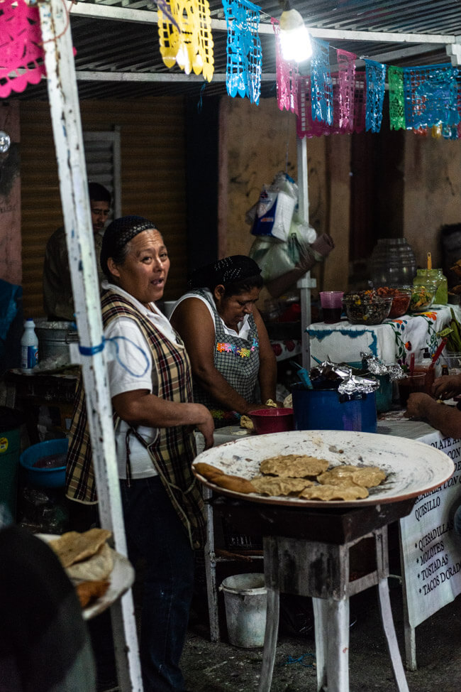 Dia de los Muertos Oaxaca de Juaréz Tag der Toten Mexiko Friedhof Streetfood