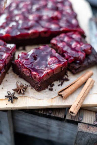 Gewürz-Brownies mit Glühwein-Kirschen National Brownies Day Gewürzkuchen Schokolade Chocolate Kirschen Weihnachten Winter backen Kuchen