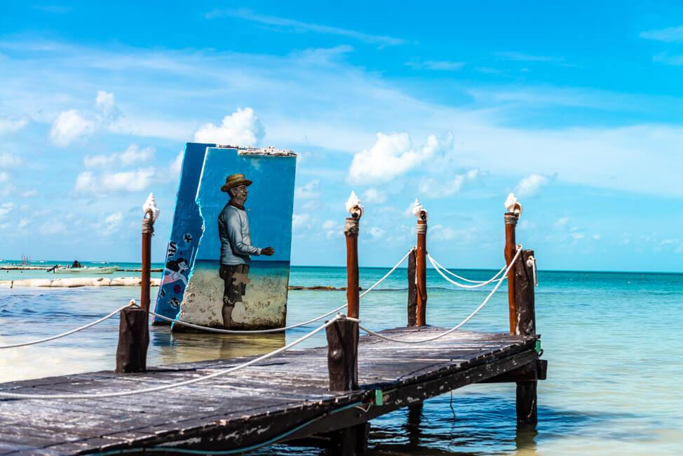 Isla Holbox Mexiko weißer Sandstrand Traumstrand Meer Boote türkisblaues Meer Karibik Streetart