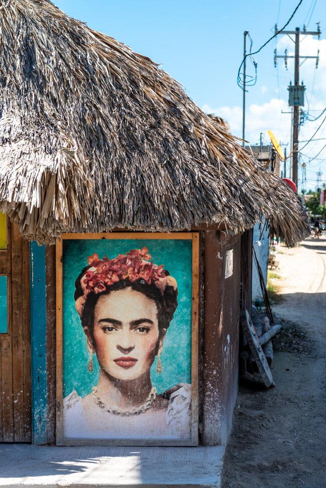 Isla Holbox Mexiko Karibik Streetart Frida Kahlo