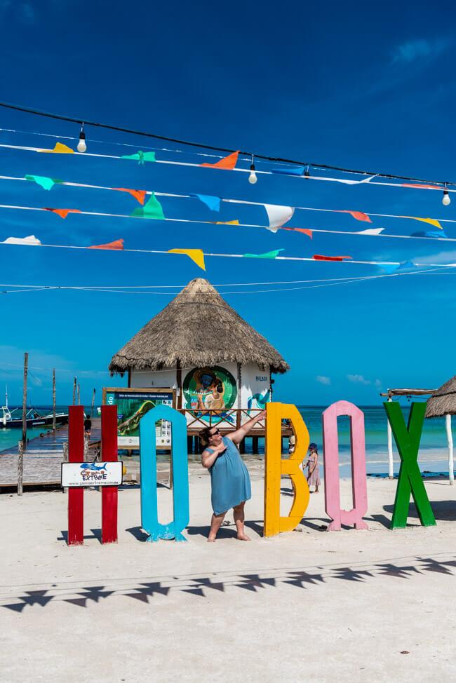 Isla Holbox Mexiko weißer Sandstrand Traumstrand Meer Boote türkisblaues Meer Karibik Zeichen
