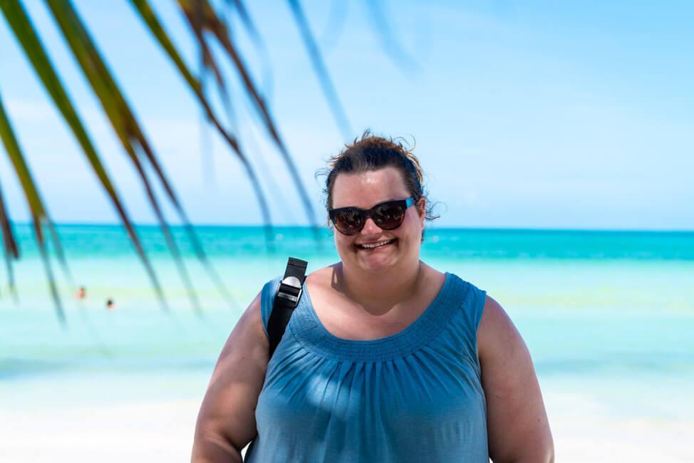 Isla Holbox Mexiko weißer Sandstrand Traumstrand Meer Boote türkisblaues Meer Karibik Möwen Portrait Tina