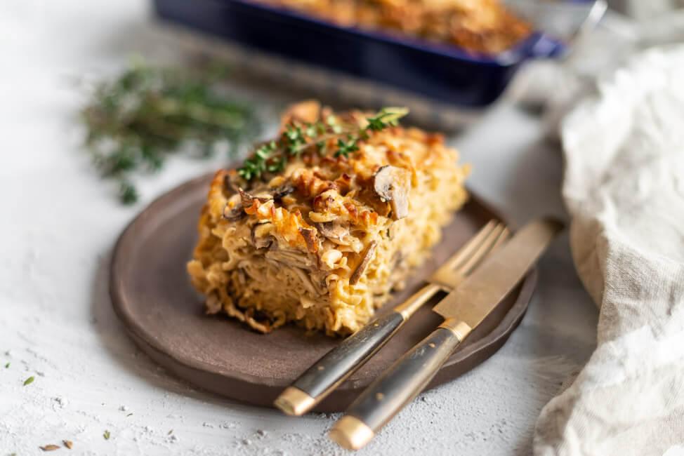 Nudelauflauf mit Pilzen & Entenbrust und Rotweinzwiebeln | Pimp my Pasta – aus 1 mach 2