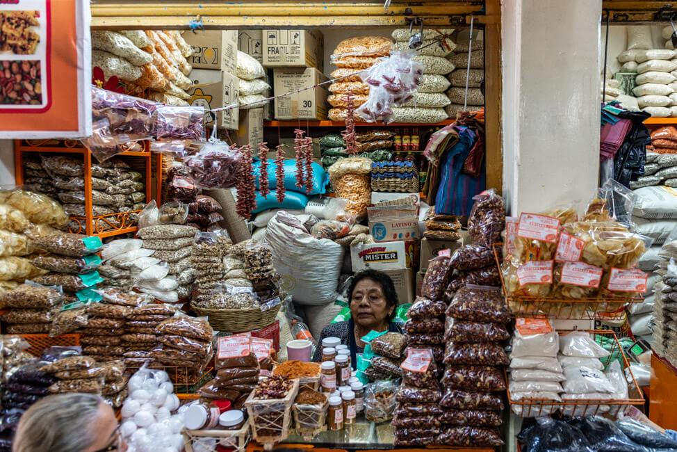 Oaxaca de Juaréz Mexiko Mercado de la Merced Gewürze Nüsse