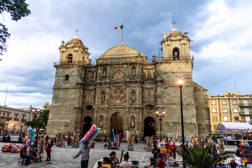 Oaxaca de Juaréz Mexiko Kathedrale Kirsche Santo Domingo