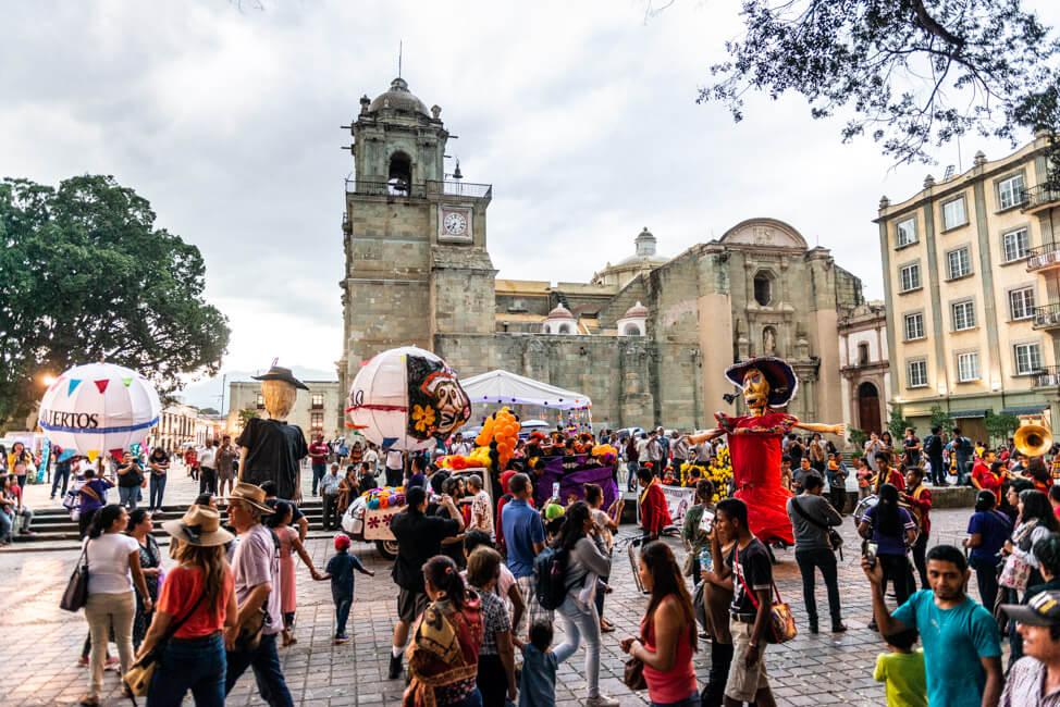 Oaxaca de Juaréz Mexiko Parade zum Dia de los Muertos