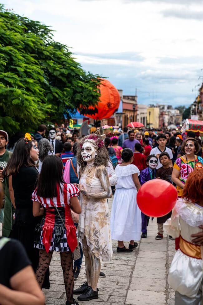 Oaxaca de Juaréz Mexiko Parade zum Dia de los Muertos Tag der Toten Umzug
