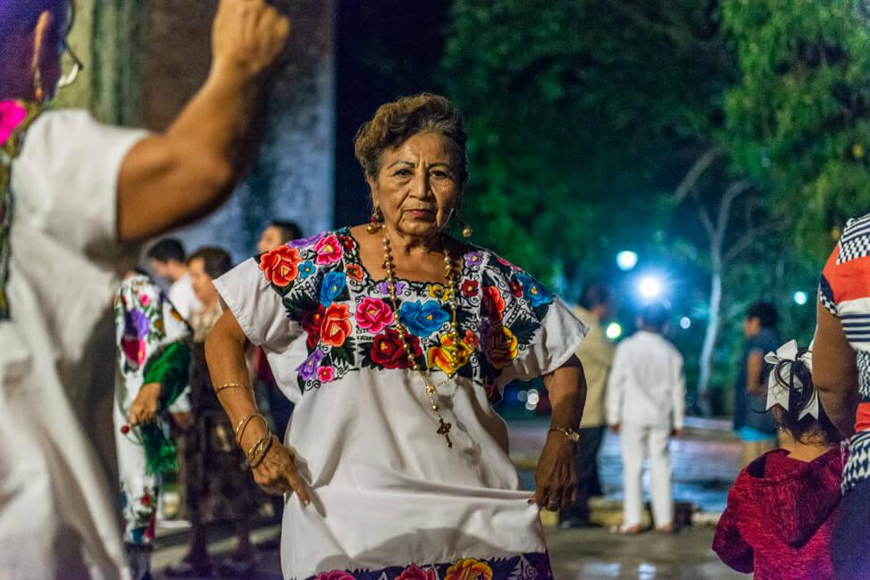 Valladolid Zentrum Kirche Kathedrale Iglesia de San Servacio Jarana Tanz Maya traditionell